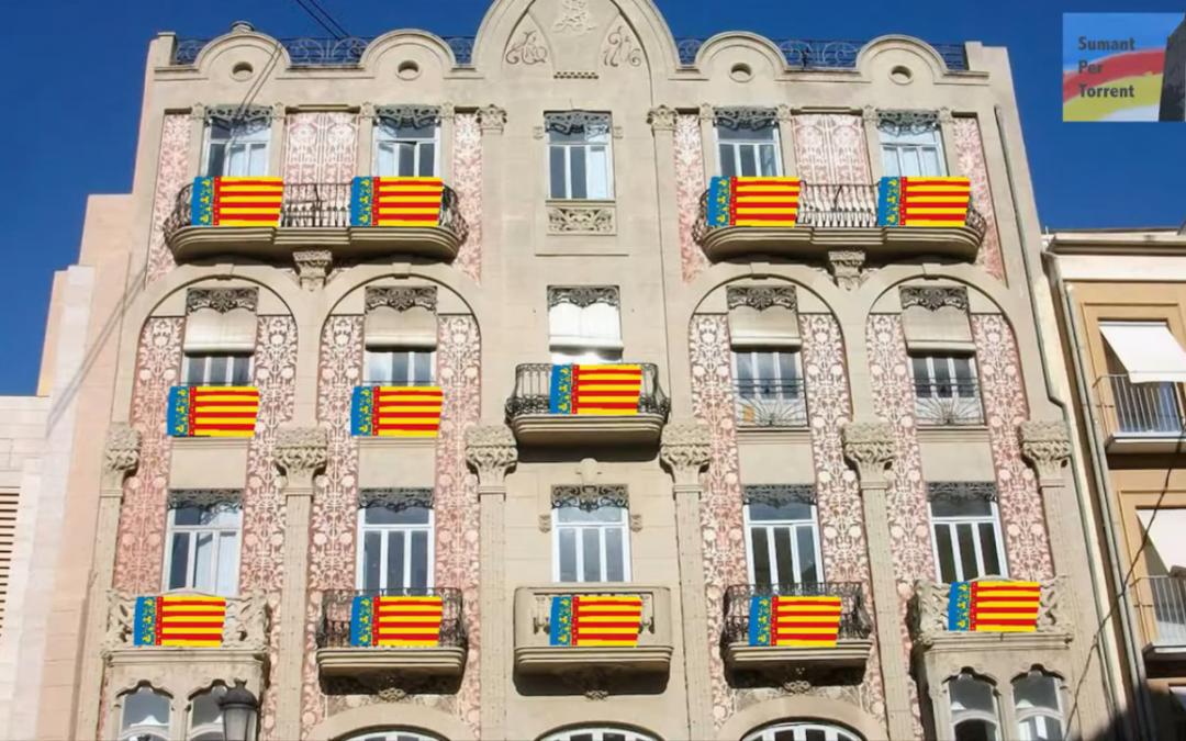 Sumant per Torrent demana als seus veïns que pengen la Senyera en el balcó per a celebrar el 9 d'Octubre
